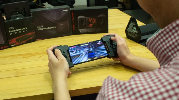 Sorting through the ASUS ROG Phone's suite of accessories