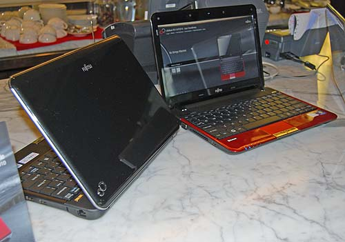 The 11.6-inch LifeBook P3110 and 3010 side by side. One model uses an Intel SU4100 (1.3GHz) single-core processor while the other packs and AMD Neo Athlon MV-40 (1.6GHz) single-core processor. Both units weigh in at just 1.6kg, making them easy to cart around. The Intel model will cost you S$1388 while the AMD model is just S$1188.