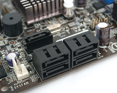 With one eSATA port at the rear, there are five SATA ports left, of which four are aligned at the edge facing outward. The last SATA port risks getting in the way of a dual-slot graphics card.
