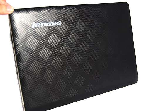 The IdeaPad U350 has a very nice textured exterior that felt great to our touch and promotes a good grip.