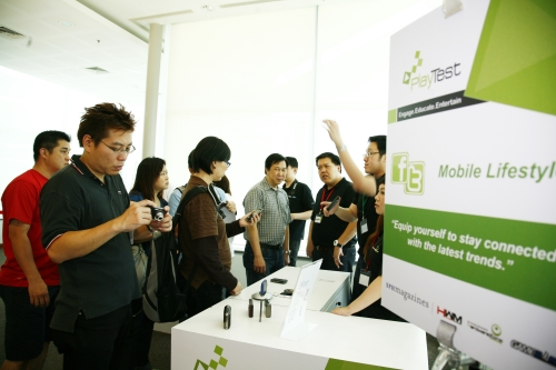 The chirpy crowd listening to Seow Tein Hee, Tech Writer and David Chieng, HWM Editor, who both gave tips on getting a handphone that suits your mobile lifestyle.