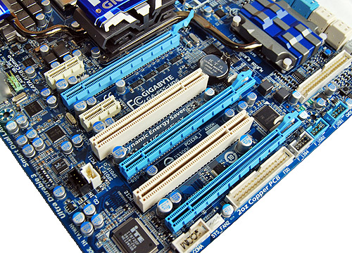 The expansion slot array is identical to the MSI P55-GD80 motherboard, which is fine but not better than the ASUS P7P55D Evo. Take note of the floppy connector position though, it may be tough to reach if required.