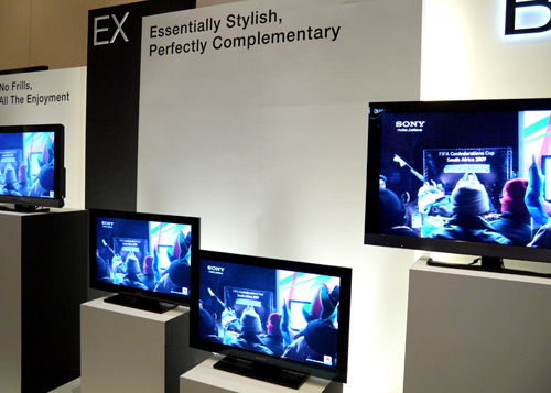 Branded as Sony's mid-range models, the EX series has to be the most extensive of the new BRAVIA lot. Separated by LED and CCFL types, the EX700 and EX600 range will feature LED-backlit screens while the rest will tout CCFL backlights. Do note that the EX400, EX400 and EX300 models do not offer any networking features.