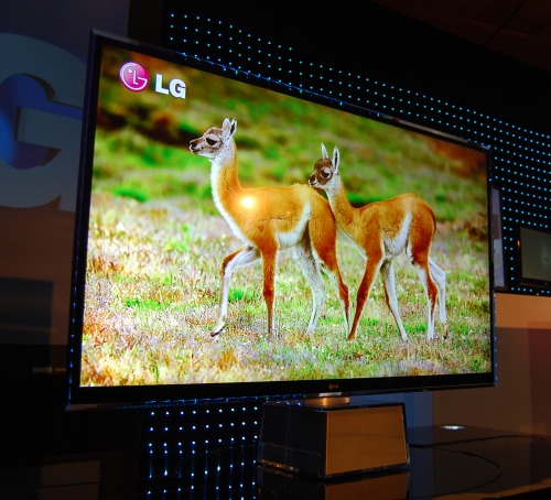Among the most captivating and breathtaking of LG's announcements this morning is this prototype LED-backlit TV. What's so special? The entire panel is no thicker than 1cm!