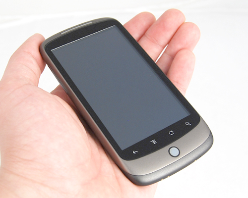 Despite its wide 3.7-inch screen and its lengthy dimensions, the Nexus One was easy to handle with its thin and light weight profile.