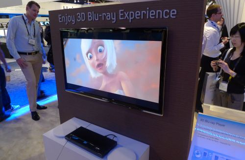 """Monsters vs. Aliens"" will be the first 3D Blu-ray movie for Samsung's latest 3D-enabled gear. The picture might not show it, but at first glance, the 3D performance was simply stunning to behold."