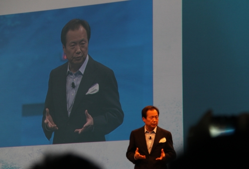 Mr. JK Shin, President, Head of Mobile Communications Business, Samsung Electronics welcomes journalists and partners.