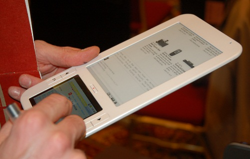 Spring Design alleges that Barnes & Noble stole its e-book reader design, dubbed Alex. Going by the similarity with the nook due to the dual screens (bottom is touchscreen capable), it looks like it has a case. It's slated to launch on 7 Jan and is powered by Marvell's Armada of course.