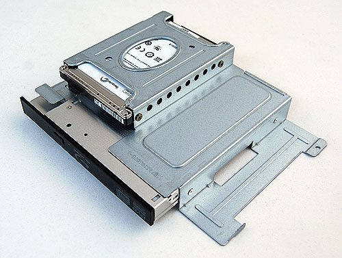 The drive cage houses the slim form factor Blu-ray drive and a 2.5-inch 320GB hard disk. If you are wondering, the hard disk is a 5400rpm Seagate Momentus.