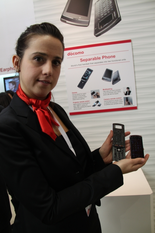 Here's an image of the Separable Phone in two pieces. Practical uses include gaming (keypad separate from screen), multitasking (take notes and check schedules on the screen unit while talking with the keypad unit) and self-timed photo-taking.