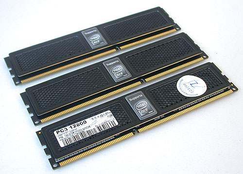 OCZ makes it very obvious that these memory modules support the Core i7 and are one of the few vendors authorized to use this easy to decipher labeling. Easy for the would-be consumers to identify memory for their systems if they have no specific requirements.