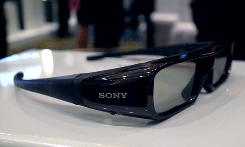 You'll need one of these for your trippy 3D trip. Based on an LC active shutter system, Sony uses a frame-sequential display which works in sync with a pair of active shutter glasses to furnish that 3D experience. Each lens contains a polarizing filter which darkens when a voltage is applied.
