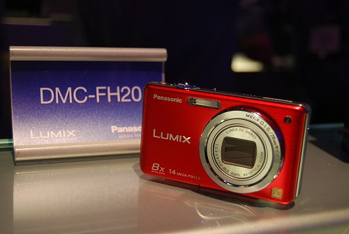On to digital cameras, Panasonic has a new FH series launched. Slim frames, wide-angle zoom lenses, 720p HD Video recording at 30fps are common to all cameras in this series. The top-end model, FH20 as shown here has a 14MP sensor, 8x optical zoom, a 2.7-inch LCD screen, OIS and I.A. mode.