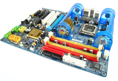 Our first 975X board had little to recommend in terms of performance over the 955X. Furthermore it was still behind an equivalent nForce4 SLI Intel Edition board. However, things were to change dramatically in the coming year so it wasn't that important.