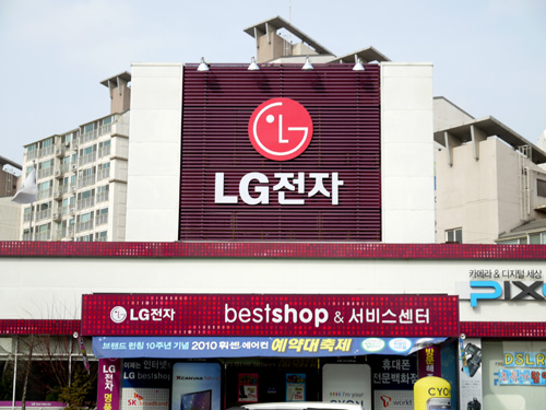 "We swung by LG's ""Best Shop"" store located at Kangseo, where almost the whole fleet of LG's consumer products can be found here."