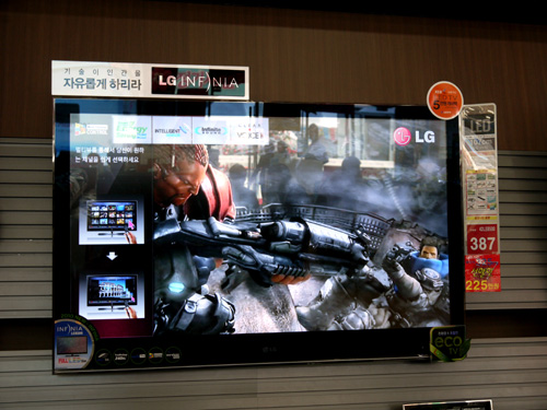 The 42-inch LE8500 as shown here offers DivX support and optional Wi-Fi connectivity. We were told that the local version isn't going to sport any silver accents around the TV's frame.