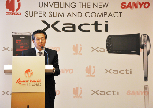Mr Yoshinori Nakatani, Chief Regional Officer (Asia Pacific) and Managing Director of Sanyo Asia, starting the series of talks with a brief welcome address, while highlighting Sanyo's intention to shift from producing low-end cameras to high-end dual use cameras/camcorders.