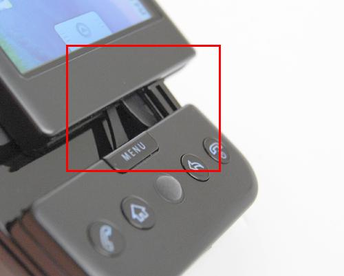 The single hinge illustrated here gave us food for thought on whether rough usage will compromise the device's durability.