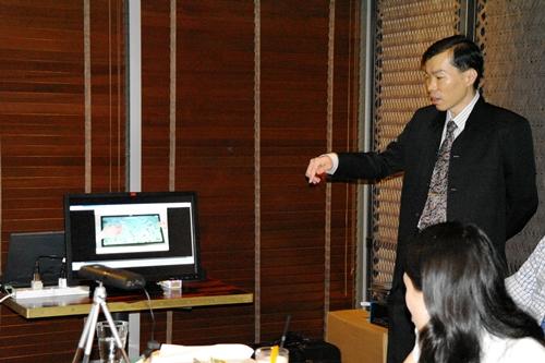 Mr. Dennis Hoon, Business Development Manager, 3M Touch Systems showing a video demonstration on playing games on the 3M M2256PW Multi-Touch Display...