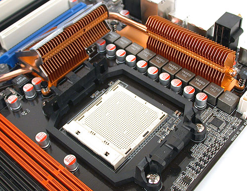 The heatsink design is typical of ASUS and you can expect all-solid capacitors from such a premium brand.