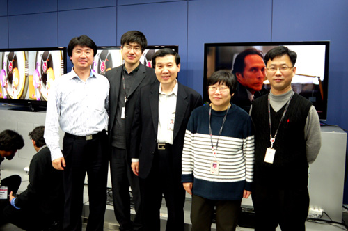 Mr Bogeun Chung (in the middle) and his team of engineers posing for group photo here at LG's Demo Lab.