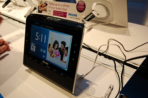 The Philips Photo Clock Radio AJL308 is many things in one. Built to be stylish, the AJL308 can be used as a digital photo frame, radio alarm clock and a media player capable of audio and video playback from SD card media. The only thing left to do is make it wireless, which unfortunately they've yet to catch up with specialists such as Ality offering digital photo frames that do a lot more than you would expect.