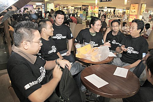 Having changed into their Iron Tech t-shirts, contestants then sat down for a quick briefing for the rules and regulations.