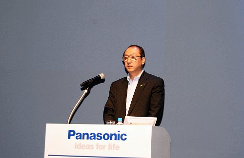 Speaking to an audience of 200 from around the world was Mr Toshiyuki Takagi, Director of IT Products Division and Panasonic AVC Networks Company, who highlighted Panasonic's lead in the Japanese market for 3 consecutive years while also highlighting their commitment to the overseas market (i.e. the rest of the world) to sell even more notebooks by 2012.