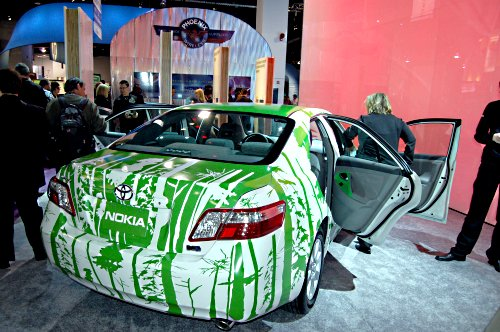 There wasn't any new products from Nokia this CES that we haven't seen before, but they've been busy with some 'Green' demos. This car here is filled with green technology, including a handset that is made from 50% renewable biomaterials.