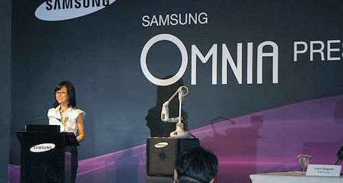 Right after the introduction of the Omnia, Ms Lee Younghee, Vice President, Global Marketing Group, Mobile Communications Division, Samsung Electronics, gave us a brief introduction on Samsung's direction for an all-in-one device for the consumers.