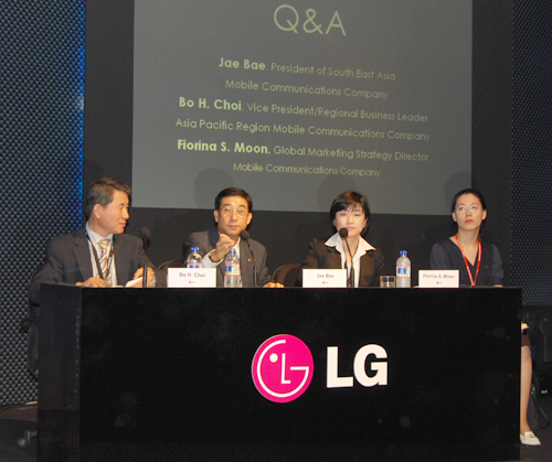 Following which, the usual Q & A session was hosted to answer the various queries from the media, ranging from the LG Secret's basic design concept to its inception in the various regional markets.