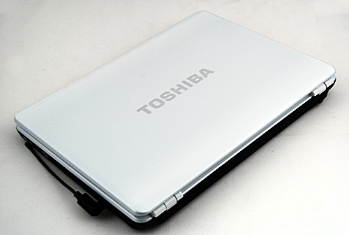 The Toshiba Portege M800 glossy white surface hides fingerprint smudges well, so you won't find the same tired old complaint that we always have with black glossy surfaces.
