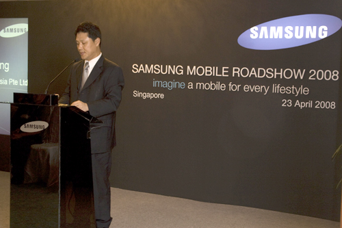 Mr Yoon Ki-Heung, Managing Director, Samsung Asia Pte Ltd, speaks to the media and explains the mobile lifestyle envisioned by Samsung for the consumers.