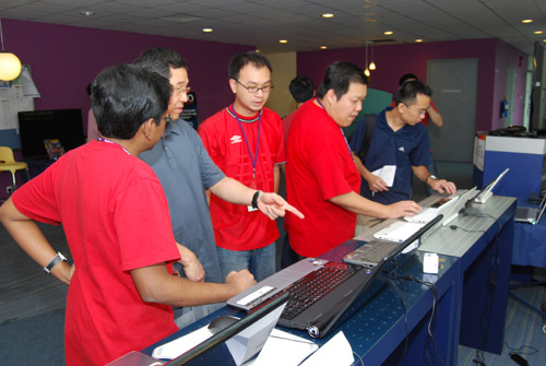 Attendees checking out our showcase of the latest netbooks and gaming desktop replacement systems.