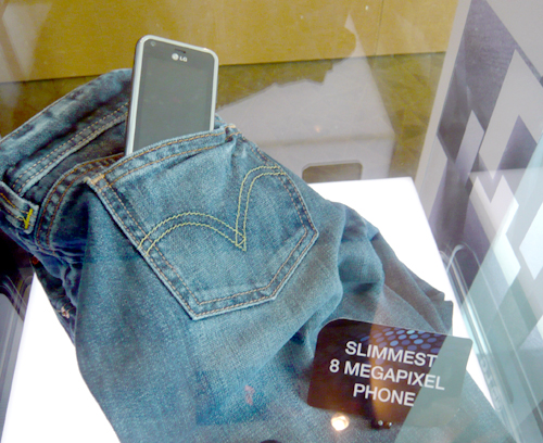 To demonstrate its claim as the world's slimmest 8-megapixel camera phone, LG slotted the Renoir into the back pocket of a pair of jeans which didn't reveal the bulge of a phone.
