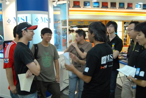 The contestants at the briefing with Navin, HWM Malaysia's Tech Editor.