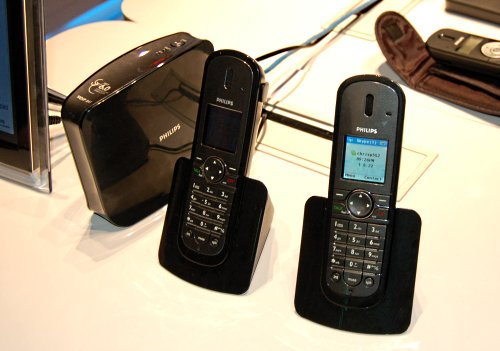 Philips most advanced DECT 6.0 wireless VoIP handsets, the VOIP 841 works directly with Skype as well as landlines so you can make VoIP calls without needing to rely on the PC. Looks classy too.