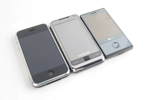 To end off, here's a clean shot of all three devices on the same slate. Will it be the upcoming iPhone 3G (for the record, it's a first generation iPhone you're looking at here), the Samsung Omnia, or the HTC Touch Diamond. The choice, is ultimately yours.