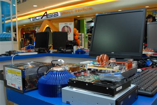 On the day of the event, the components were arranged for the contestants.