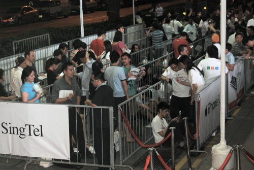 The early bird crowd had grown by the time we arrived at the SingTel Comcentre building. Though decent, it didn't quite prepare us for the crowd that would start building up much later...