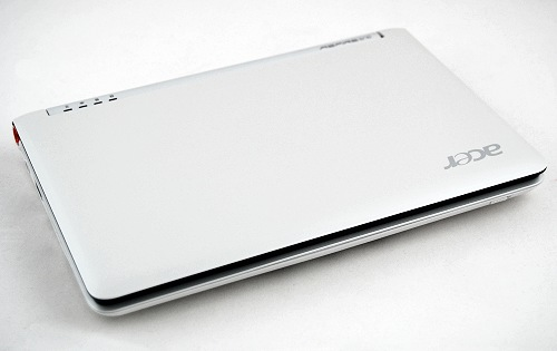 Sleek with curvy edges are the words that sum up the looks of the Acer Aspire One.