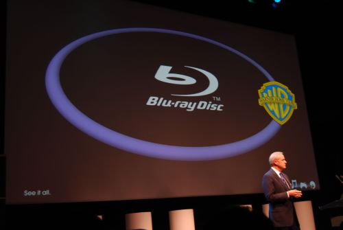The announcement that Warner Bros studio is moving its support to the Blu-ray Disc camp at the Sony pre-CES conference surprised audiences and the press.