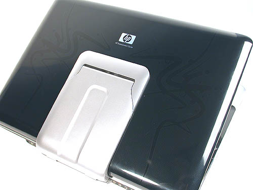 HP's unique imprint technology has been found in its new series of notebooks and this entertainment notebook has been tattooed with subtle stylistic curves that evoke an oriental dragon. Of course, having the 'Dragon' moniker helps to point us towards that interpretation. A large hinge keeps the heavy display attached to the main body of the notebook.