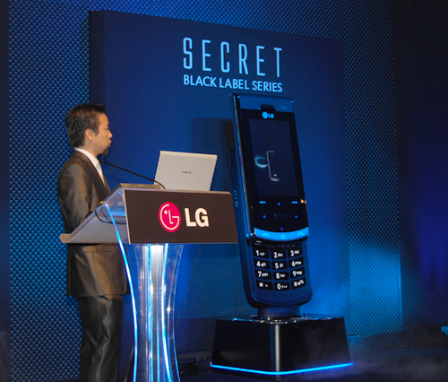 And right after the presentation of this chaebol's success with its Black Label series and its continuing market growth in the mobile device division, the LG Secret was officially launched amidst a flurry of flashes from the media cameras.