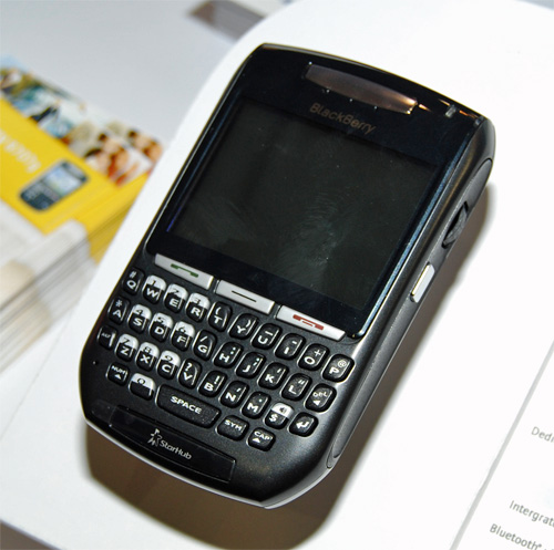 GPS enabled and with a 320 X 240 display, the Blackberry 8707g also includes a backlit QWERTY keypad. It also has 64MB internal memory and includes MMS services.