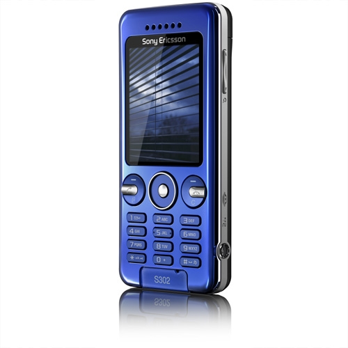 The Sony Ericsson S302 Snapshot, the entry-level device that sports a 2-megapixel camera for those who will only require the basic imaging needs. It also measures significantly smaller than its higher-end sibling, the Sony Ericsson C905, at dimensions of 101 x 46 x 11mm (12mm over the lens) and weighs much lighter at 79g.