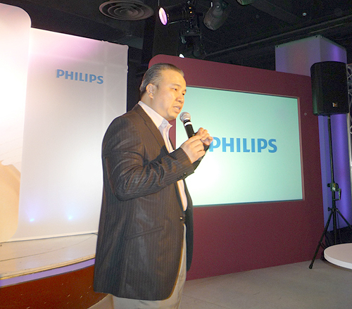 Mr. Milton Tan, Director & Sales Organization Leader of Philips Consumer Lifestyle, Singapore, gives us a brief overview of how the Philips SHE9850 and SHE9800 will satisfy different segmentations of music lovers.