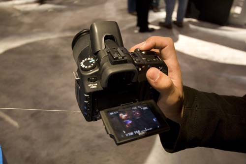 Sony also launched their two new entry-level models, to partner their recently launched A100 replacement, the A200. These models come equipped with Live View and an extendable screen, making it easy for you to tilt the screen up and down to shoot from various high and low angles.