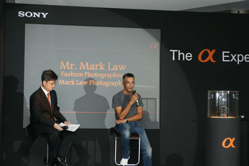 Fashion photographer Mark Law lends his appeal to the launch, endorsing the A900 with both thumbs up.