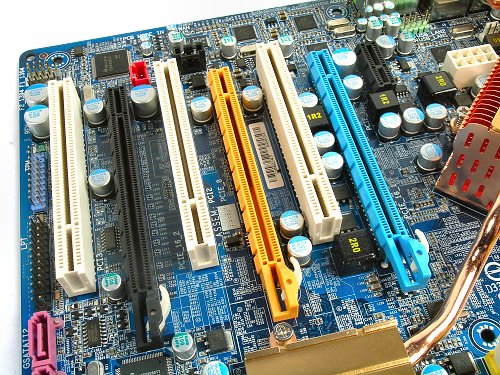 Typical alternating slot layout for any nForce 680i SLI board.